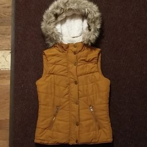 NWOT Quilted Puffer All Season Vest AEROPOSTALE